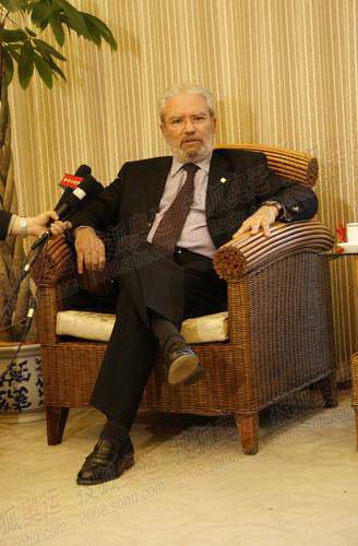 图文:希腊奥林匹亚市长访京 搜狐采访现场图01
