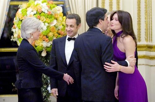 3月10日,法国总统萨科齐的夫人,新任爱丽舍宫女主人布吕尼出现在欢迎以色列总统佩雷斯的晚宴上。