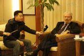 图文:希腊奥林匹亚市长访京 采访现场搜狐提问