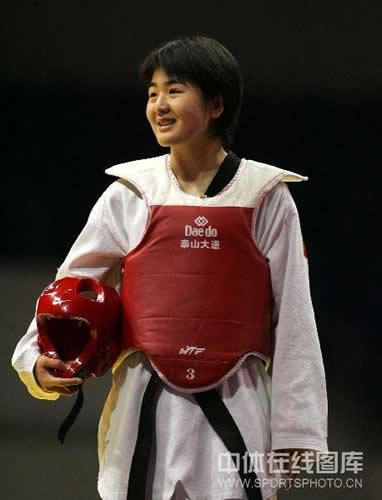 刘蕊胜利微笑