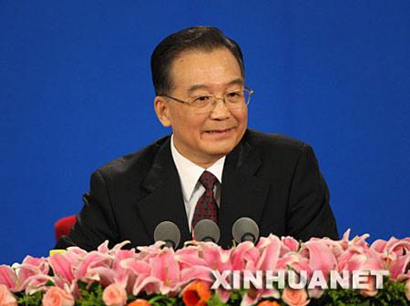 3月18日,国务院总理温家宝和副总理李克强、回良玉、张德江、王岐山在北京人民大会堂与中外记者见面,并回答记者提问。 新华社记者姚大伟摄