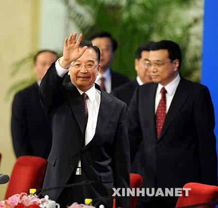 3月18日,国务院总理温家宝和副总理李克强、回良玉、张德江、王岐山在北京人民大会堂与中外记者见面,并回答记者提问。 新华社记者李学仁摄