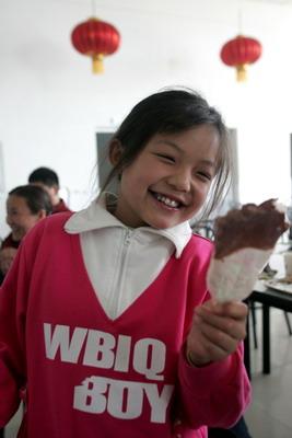 中国学生爱心v学生受益历史代表小学参观蒙牛牛奶小学书图片