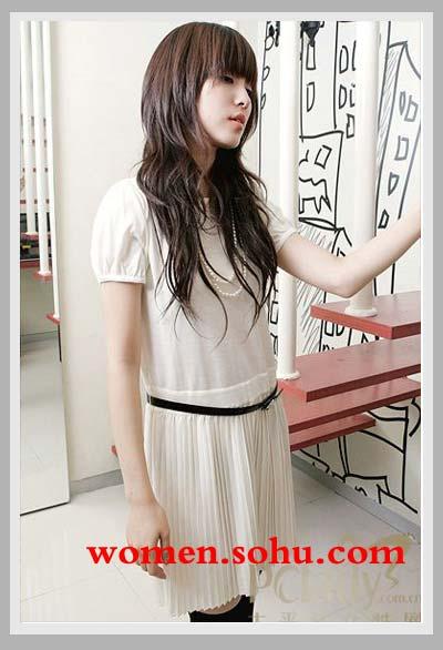 短裙熟女_张惠妹现身成功变瘦粉发短裙变身性感熟女