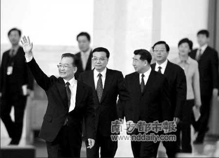 昨天上午,国务院总理温家宝和副总理李克强、回良玉、张德江、王岐山与中外记者见面。新华社发