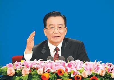 3月18日,国务院总理温家宝和副总理李克强、回良玉、张德江、王岐山在北京人民大会堂与中外记者见面,并回答记者提问。本报记者