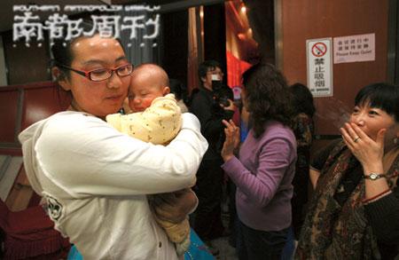 2008年2月25日,17位来自全国的试管婴儿齐聚北京参加大陆首例试管婴儿诞生二十周年庆典。李木易 摄
