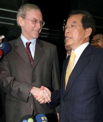 杨苏棣(左)18日拜会谢长廷(中央社)