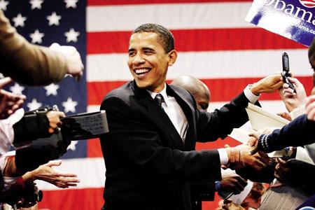 """奥巴马的""""亲民""""是他颇得草根力量依赖和支持的关键所在"""