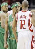 图文:[NBA]凯尔特人VS火箭 阿尔斯通欲打架