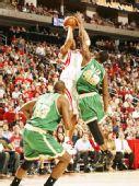 图文:[NBA]凯尔特人VS火箭 麦迪投篮
