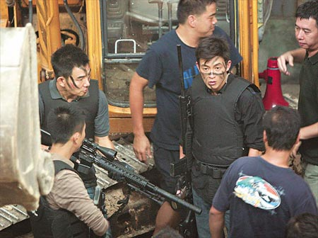 由他主演的电影《神枪手》亦受拖累,在内地迟迟未获发出准映证