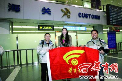 女排名将孙玥(中)将与本报记者一起赴希腊
