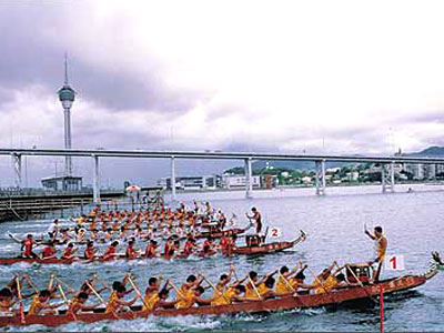 澳门西湖湾的赛龙舟