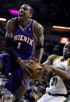 图文:[NBA]太阳胜超音速 威尔金森阻击小霸王