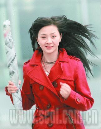 天仙妹妹备战奥运火炬手。 摄影 朱建国