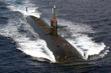 """美国""""哥伦布""""号""""洛杉矶""""级攻击型核潜艇(SSN 762)于3月11日离开珍珠港海军基地,执行它4年来的第一次西太平洋部署。资料图:美国洛杉矶级攻击核潜艇"""