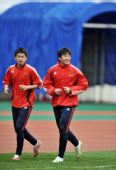 图文:国足伤员恢复良好 刘健与周海滨慢跑