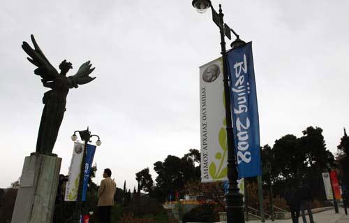 奥林匹亚街头的彩旗 官方网站张宇摄