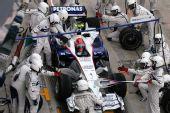 图文:[F1]马来西亚站正赛 库比卡进站加油
