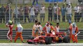 图文:[F1]马来西亚站正赛 马萨陷入沙石地