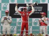 图文:[F1]马来西亚站正赛 科瓦莱宁为同胞鼓掌