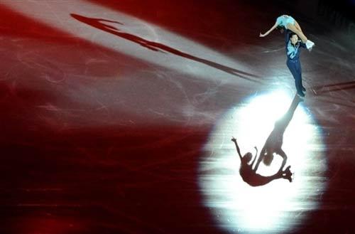 图文:花样滑冰世锦赛表演滑 中国张丹张昊表演