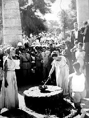48年前罗马奥运会的圣火采集仪式