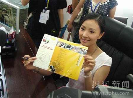 7月12日, 陆川 、陈小艺、陶虹来到四川省雅安市碧峰峡熊猫基地,认养大熊猫。