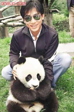 """梁朝伟与熊猫""""父子""""相见"""