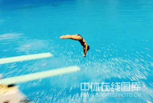 动态 绝美/图文:冠军赛女子全能决赛绝美入水瞬间