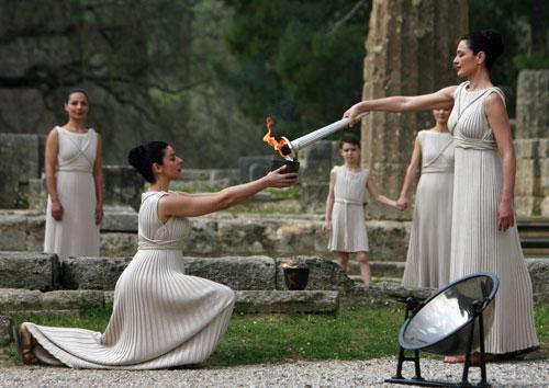 女祭司点火