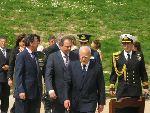 希腊总统帕普利亚斯入会场