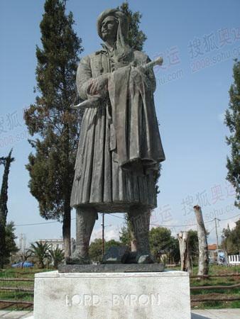 迈索隆吉翁市内拜伦雕塑