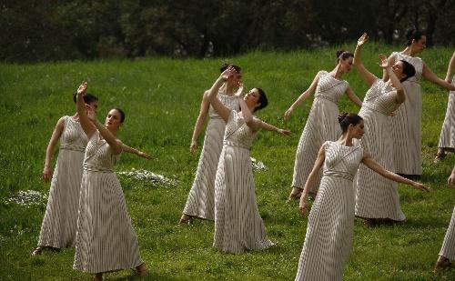 女祭司翩翩起舞