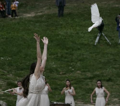 北京奥运会圣火取火仪式 放飞鸽子