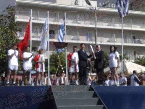 迈索隆吉翁阿格里尼翁中心广场欢迎仪式现场图(彩信图)