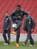图文:巴西队备战热身赛 罗比尼奥训练