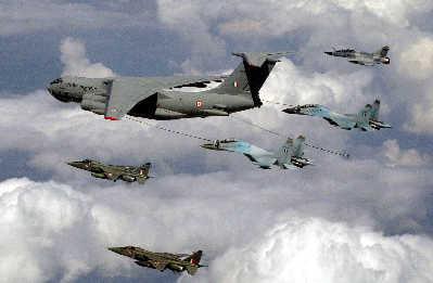 印度空军进行空中加油演习。IC资料