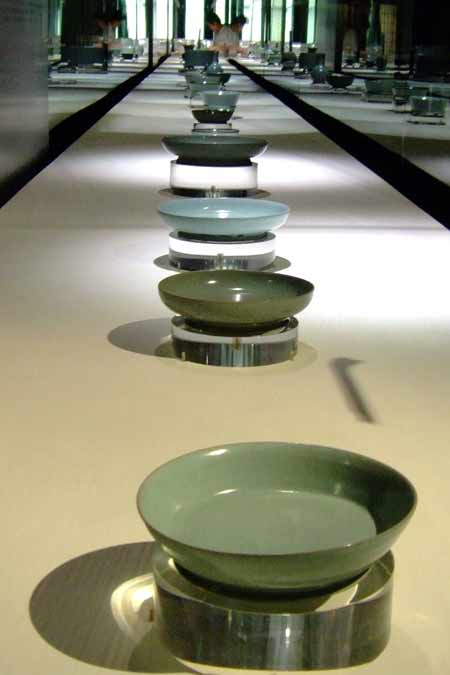 文化-72:台北故宫展出国宝级北宋汝窑瓷器