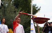 图文:北京奥运会圣火在希腊境内传递 圣火盆