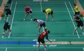 图文:羽毛球队晋江备战奥运会 进行热身活动