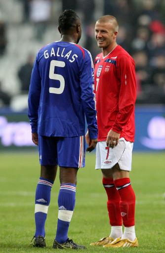 图文:[友谊赛]法国1-0英格兰 小贝与加拉