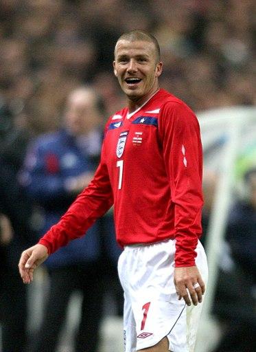 图文:[友谊赛]法国1-0英格兰 小贝莞尔