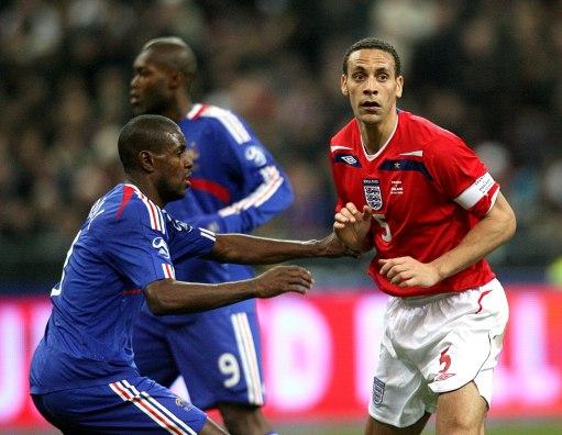 图文:[友谊赛]法国1-0英格兰 三狮新队长