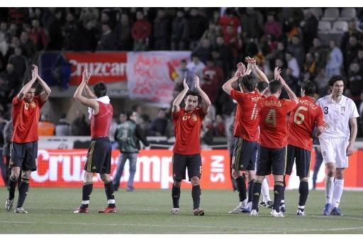图文:西班牙1-0意大利 斗牛士庆祝胜利