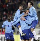 友谊赛:荷兰4-3奥地利 荷兰球员欢庆不易胜利