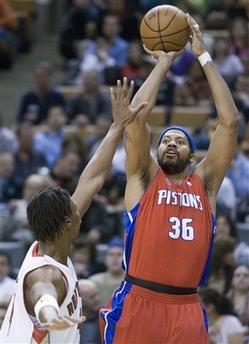 图文:[NBA]活塞VS猛龙 华莱士投篮