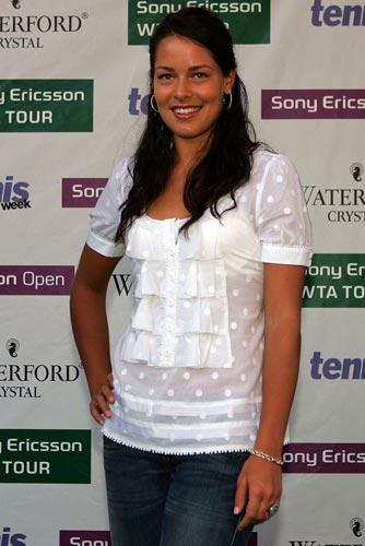 图文:2007年度WTA颁奖典礼 伊万迷人表情