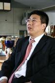 图文:[访谈]青岛总经理做客 于涛认真聆听